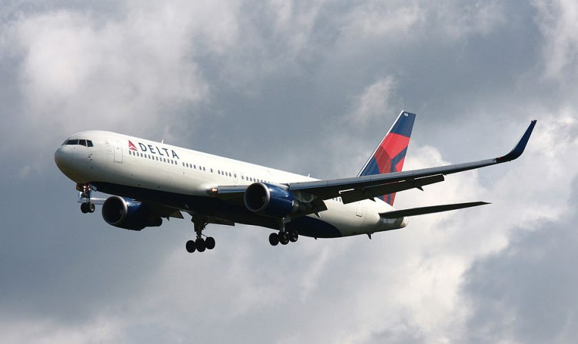 The FCC is Reversing Its Proposal to Allow Cellphone Use on Planes