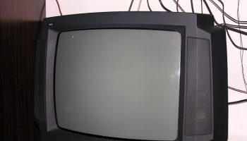 How to Turn your Old TV into a Smart TV!